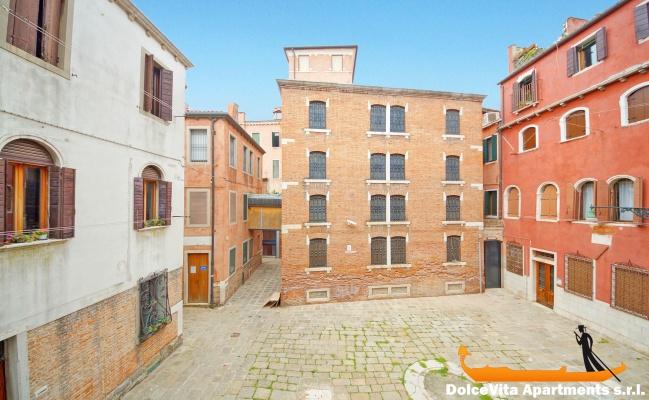 Venice Apartment Design • VeniceApartmentsItaly.com