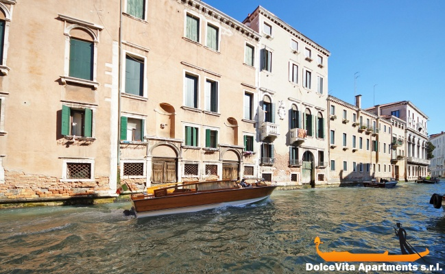 Venice Apartment with Terrace and Canal View ...