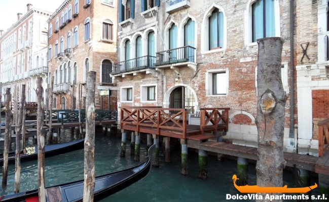 Grand Canal Apartment in Venice with Terrace ...