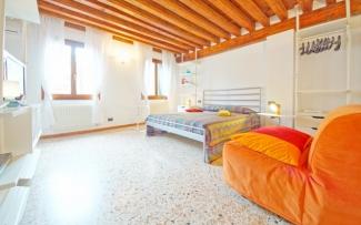 Venice Apartment N.273