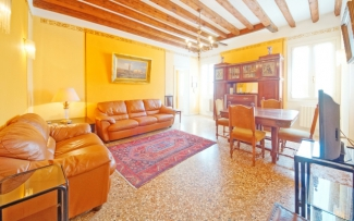 Venice Apartment N.323