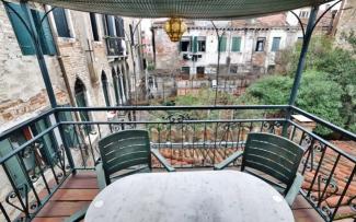 Venice Apartment N.437