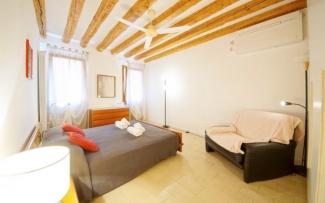 Venice Apartment N.489
